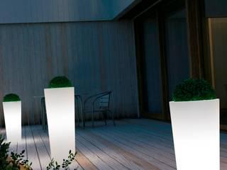 Beleuchtete Pflanzgefäße CONO arts&more - Raumbegrünung Balkon, Veranda & TerrasseAccessoires und Dekoration Plastik Weiß