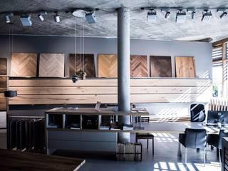 Unser Showroom im Werkhaus Moderne Geschäftsräume & Stores von Parkett Leuthe GmbH Modern