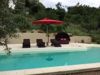 Arredamento esterno bordo piscina casa privata: Giardino in stile  di Uniko