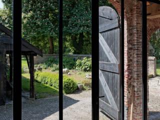 Restauratie boerderij Hengstmere:  Ramen door ODM architecten - erfgoed & architectuur, Landelijk