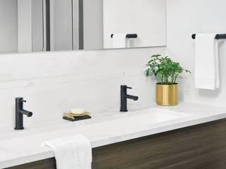 Resalta la atmósfera de elegancia en el ambiente incorporando grifería con acabado negro mate  :  de estilo  por VAP ARQUITECTOS