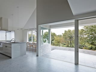 Salle multimédia de style  par 岩本賀伴建築設計事務所