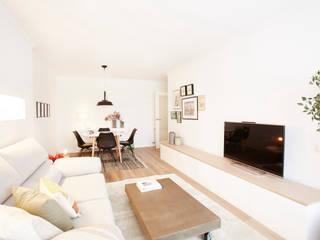 Sala de estar - Comedor: Salones de estilo  de Laia Ubia Studio