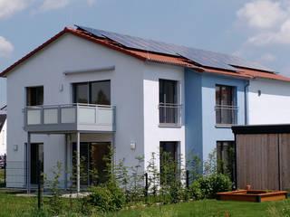 bởi wir leben haus - Bauunternehmen in Bayern Hiện đại