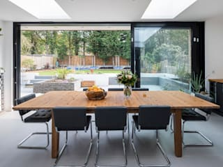Large Rear Extension, Semi-detached House, Woodford Green, North-East London by Model Projects Ltd Сучасний
