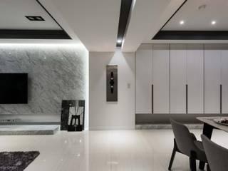 Ruang Keluarga Modern Oleh 湘頡設計 Modern