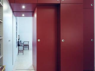 Modern dressing room by Bergblick interieurarchitectuur Modern