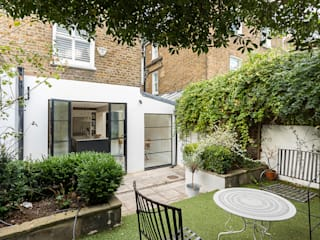 Jess & Hugo's Shepherd's Bush Renovation by Model Projects Ltd Класичний
