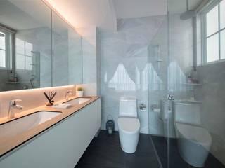 Scandinavian style bathrooms by Eightytwo Scandinavian