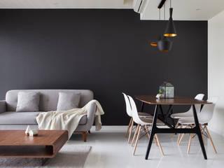 Livings modernos: Ideas, imágenes y decoración de Eightytwo Moderno