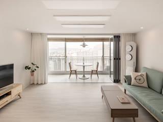 Salon minimaliste par 봄디자인 Minimaliste