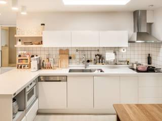 Cocinas de estilo minimalista de 봄디자인 Minimalista