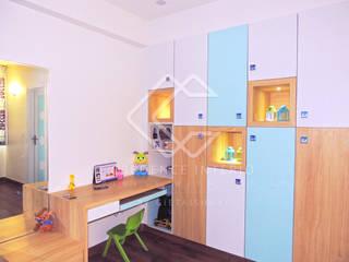 WARDROBE CUM DISPLAY SHELF:  Bedroom by CREDENCE INTERIO