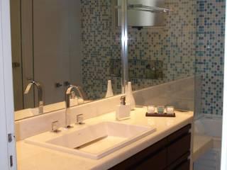 Reforma de banheiro: Banheiros  por Mina Arquitetura & Construções