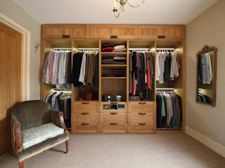 Wallingford - Oak Dressing Room Walk in closets de estilo rural de cu_cucine Rural