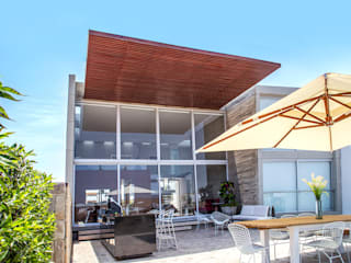 Chetecortés Modern style balcony, porch & terrace