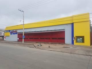 Fachada Actual : Centros Comerciales de estilo  por HC Arquitecto