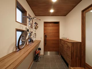 Modern Corridor, Hallway and Staircase by 空間設計室/kukanarchi Modern