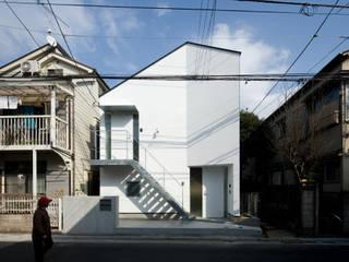 Casas modernas de 有限会社角倉剛建築設計事務所 Moderno