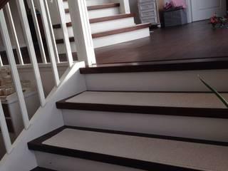 Pasillos, vestíbulos y escaleras de estilo colonial de Kettelbetrieb Tesche Colonial