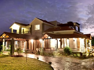 Vijay's Residence Classic style houses by Myriadhues Classic