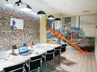 Роспись в офисе «Колизей» для Ticketland: Офисные помещения в . Автор – Allover Graphics,