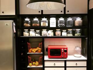Alacena en cocina Vintage: Muebles de cocinas de estilo  por PICHARA + RIOS arquitectos