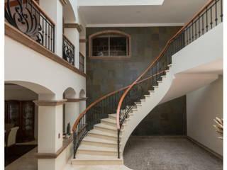 Escalier de style  par Excelencia en Diseño,