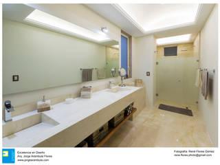 Excelencia en Diseño Colonial style bathroom Marble White