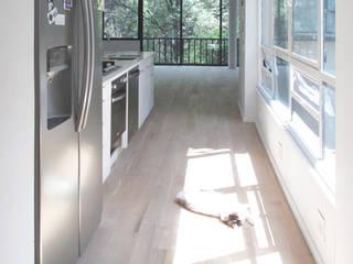 Minimalist corridor, hallway & stairs by AWA arquitectos Minimalist