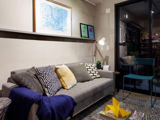 Sala de Estar em Tons de cinza Moderna e Contemporânea: Salas de estar  por Decoradoria,Moderno Derivados de madeira Transparente