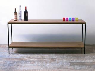 Aparador para TV Tienda Quadrat , en madera de peteribi con hierro:  de estilo  por Tienda Quadrat