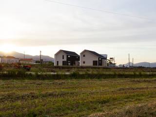 남해 주택: 이웃건축의  주택