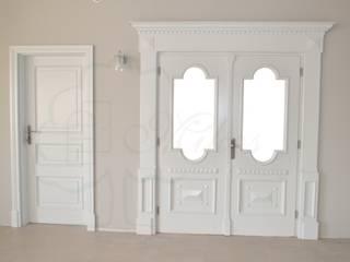 Białe drzwi wewnętrzne drewniane od Stolarka Mikos Klasyczny