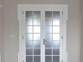 Białe drzwi wewnętrzne drewniane od Stolarka Mikos Skandynawski