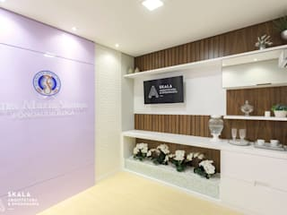 Clínicas y consultorios médicos de estilo moderno de Skala Arquitetura e Engenharia Moderno