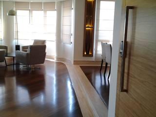 Reforma de apartamento: Salas de estar  por Mina Arquitetura & Construções