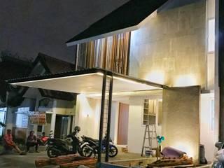 FZ House: Rumah tinggal  oleh JSParchitect, Modern