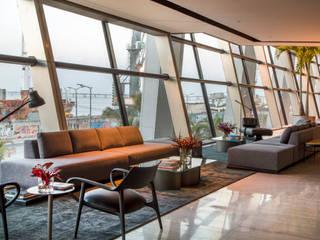 Lobby - Casa Cor 2017 Corredores, halls e escadas modernos por Gisele Taranto Arquitetura Moderno