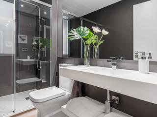 Luzestudio - Fotografía de arquitectura e interiores Baños de estilo moderno