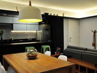 Apê do Casal: Salas de jantar  por PPStudio - Espaços Criativos,Moderno