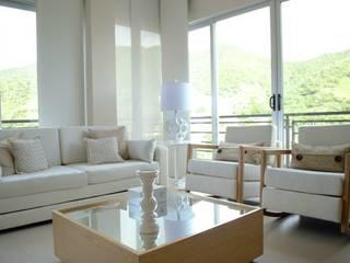 Living room by Monica Saravia, Classic