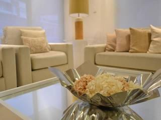 Living room by Monica Saravia, Minimalist