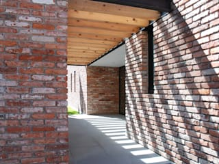 AWA arquitectos Flat roof Wood Brown