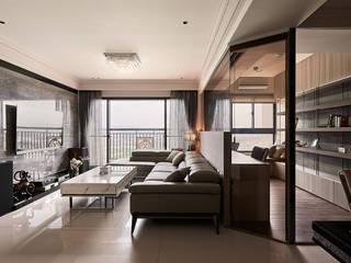 Classic style living room by 芸匠室內裝修設計有限公司 Classic