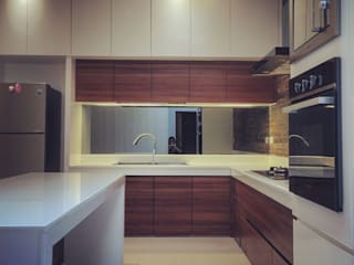 W House Cemara Asri, Medan City: Dapur oleh Lighthouse Architect Indonesia,