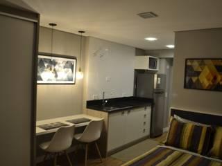 Studio 7Th: Armários e bancadas de cozinha  por Machado Fontana | Arquitetura e Interiores