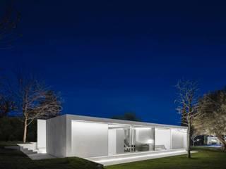 Tout de blanc, dans un espace verdoyant Moderner Garten von Ecologic City Garden - Paul Marie Creation Modern