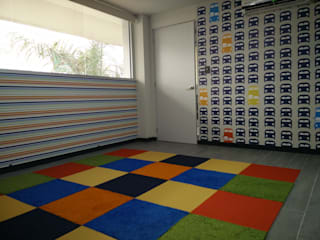 cuarto bebe: Estudios y oficinas de estilo  por Ambientes con Arte