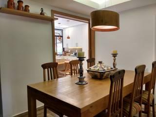 APARTAMENTO EM COPACABANA - RUA SANTA CLARA: Salas de jantar modernas por Maria Helena Torres Arquitetura e Design